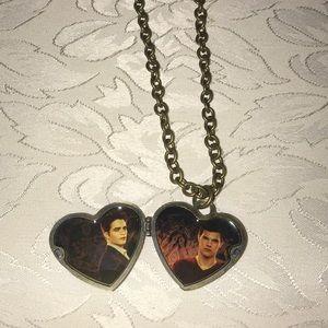 Twilight Saga Breaking Dawn Edward & Jacob Locket